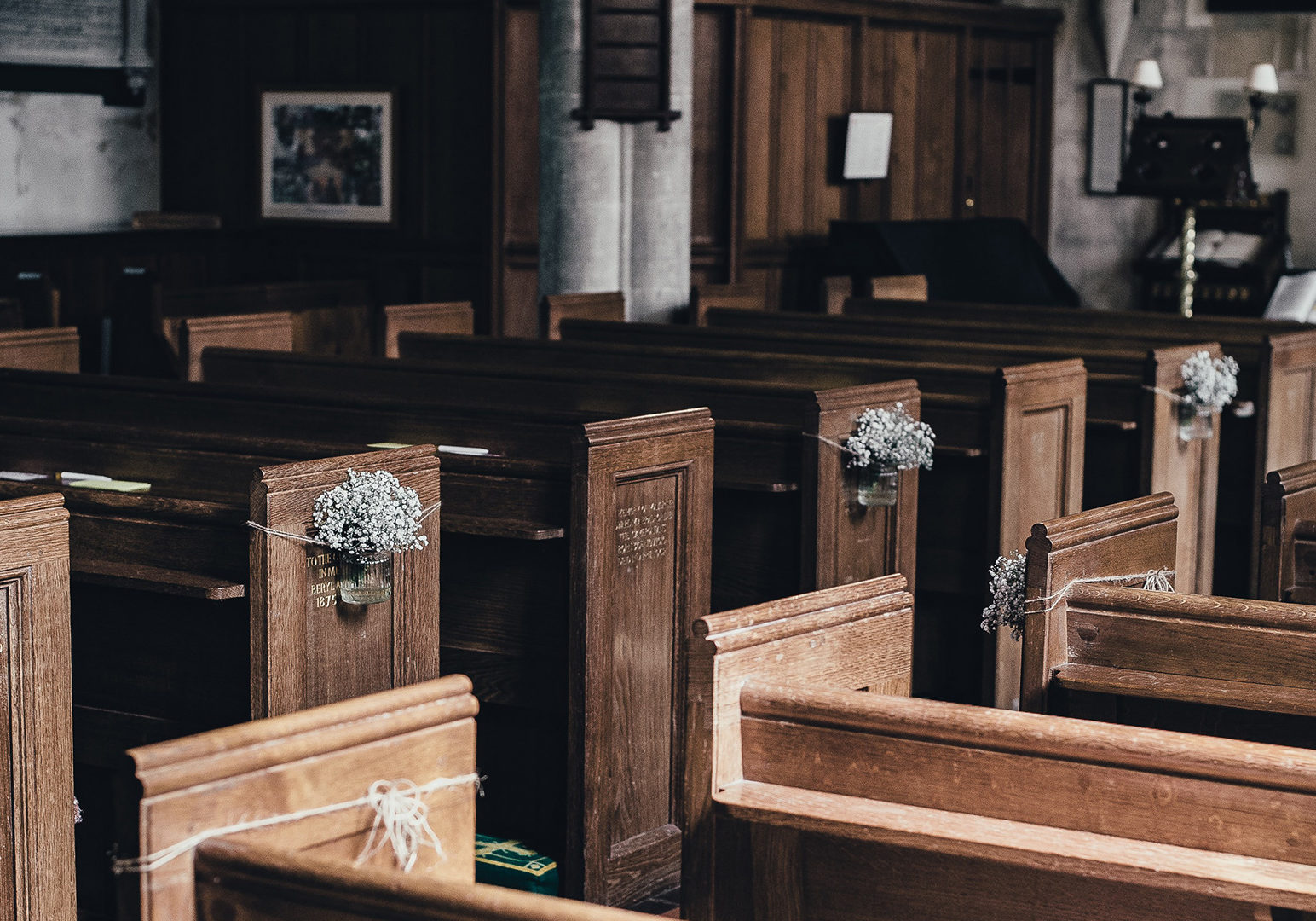 brown-wooden-pew-lot